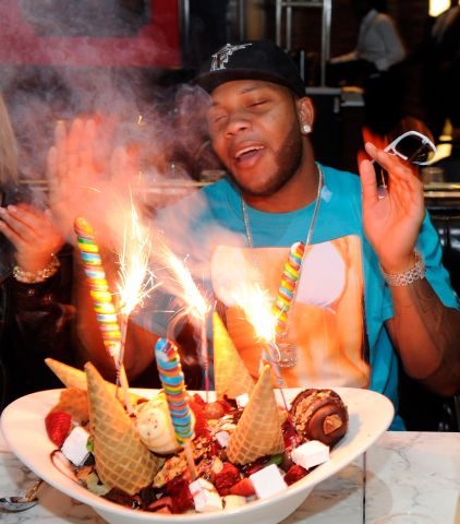 Flo Rida with King Kong Sundae.jpg