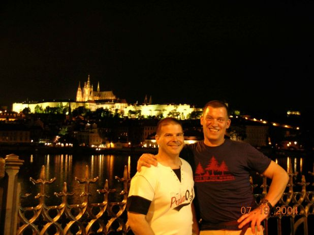 E.2004-kkk.Praha.Steve-Kurt BEST night view of Castle.jpg