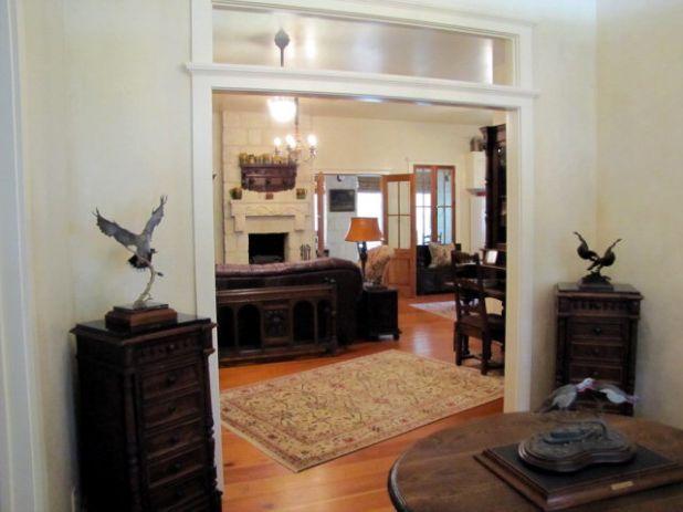 06. Foyer.jpg