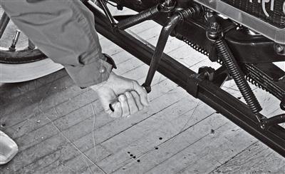 Hand Crack, Electric Starter 1915.jpg