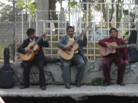 p620685-Mexico_City-Guitar_players_at_Xochimilco.jpg