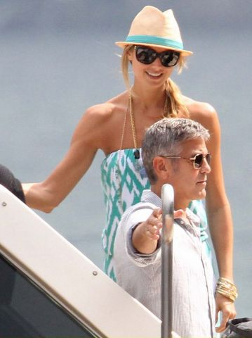 george-clooney-stacy-keibler-lake-como-cruise-03.jpg
