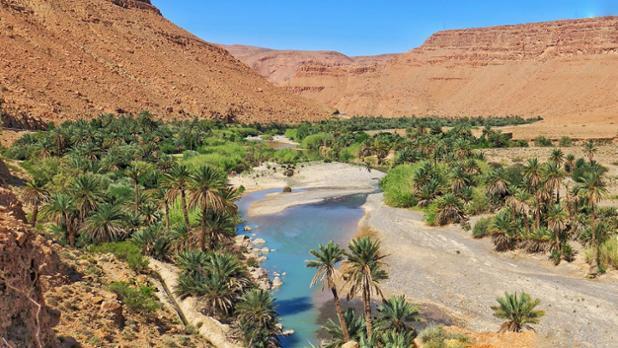 Camino del desierto antes de llegar a Er-Rachidia.jpg