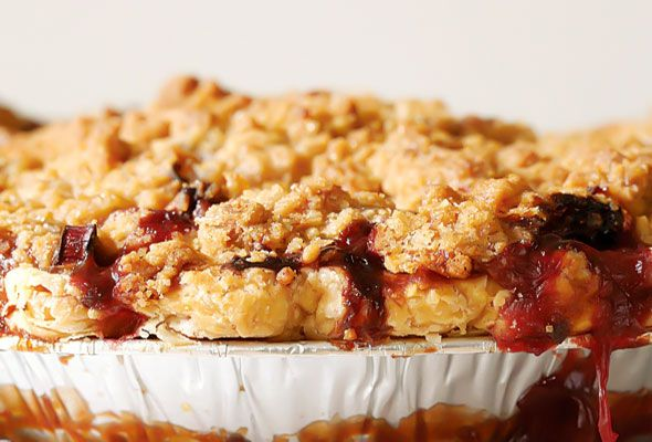 strawberry-rhubarb-pie-ginger-crumb-topping.jpg