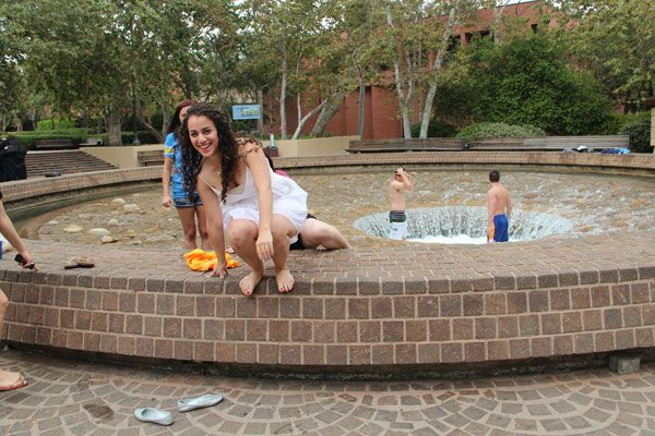 grads-in-fountain-001.jpg