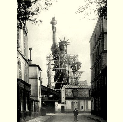 Old photo of the Statue of Liberty standing in Paris is surreal - TX History_Hub and 109.com.jpg