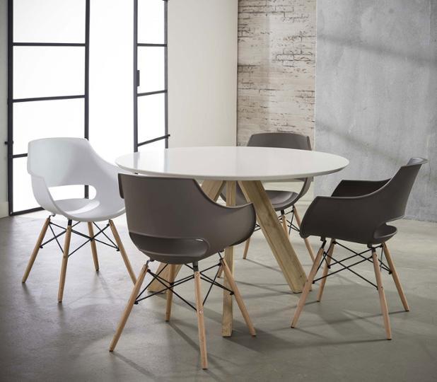 lot-de-4-chaises-design-en-pp-avec-pietement-en-bois-bertha.jpg