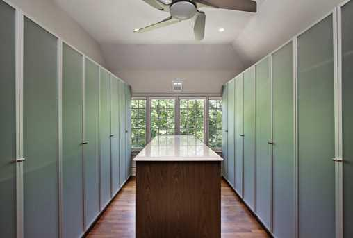 1009 Sheridan-OpenHouse-Closet.jpg