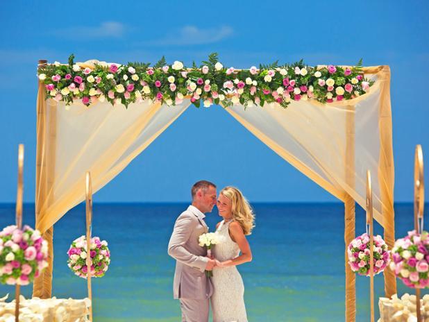 Bride-and-Groom-Royalton-Suites-Cancun-Mexico-1.jpg