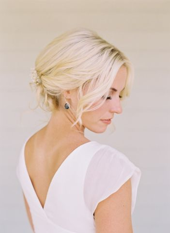 bright-elegant-bride-wedding-hairstyles-jewelry.jpeg
