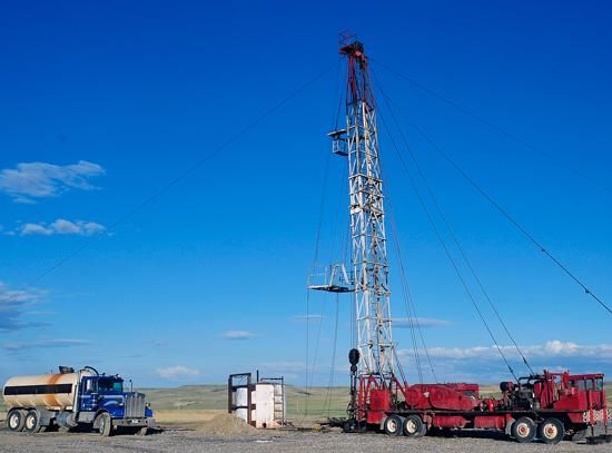 "On Sunday, a ""workover"" rig was parked over the UnionTown 42-20H well in Pondera County..jpg"