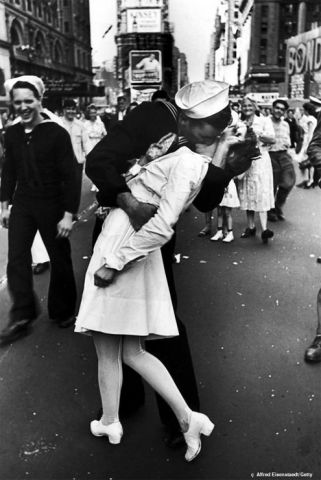 Sailor-kissing-Nurse-in-tim.jpeg