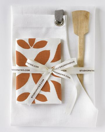 kitchen apron set_white_view1.jpg
