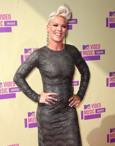 pink-carey-hart-mtv-vmas-2012-red-carpet-01.jpg