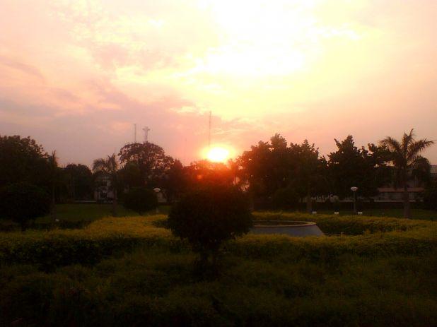 April 6th evening sky Baroda.jpg