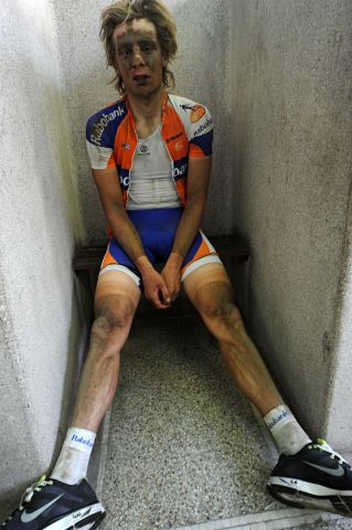 14_bicycling_douches_paris-roubaix_2011.jpg