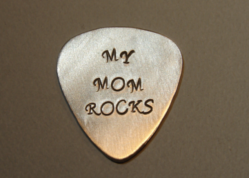 guitar_pick_mom_rocks_in_aluminum_5d5a1123.png