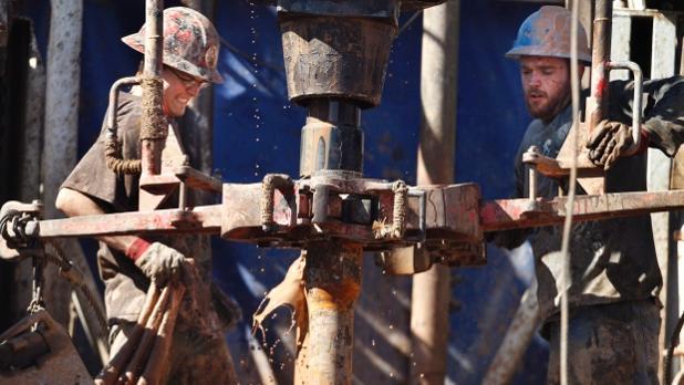 oil-workers.jpg