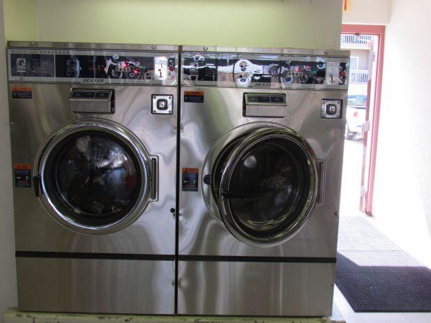 grandlaundry_80_pound_washers.jpg