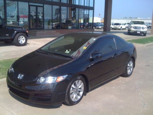 2010 honda civic at Harry Robinson in Fort Smith.jpg