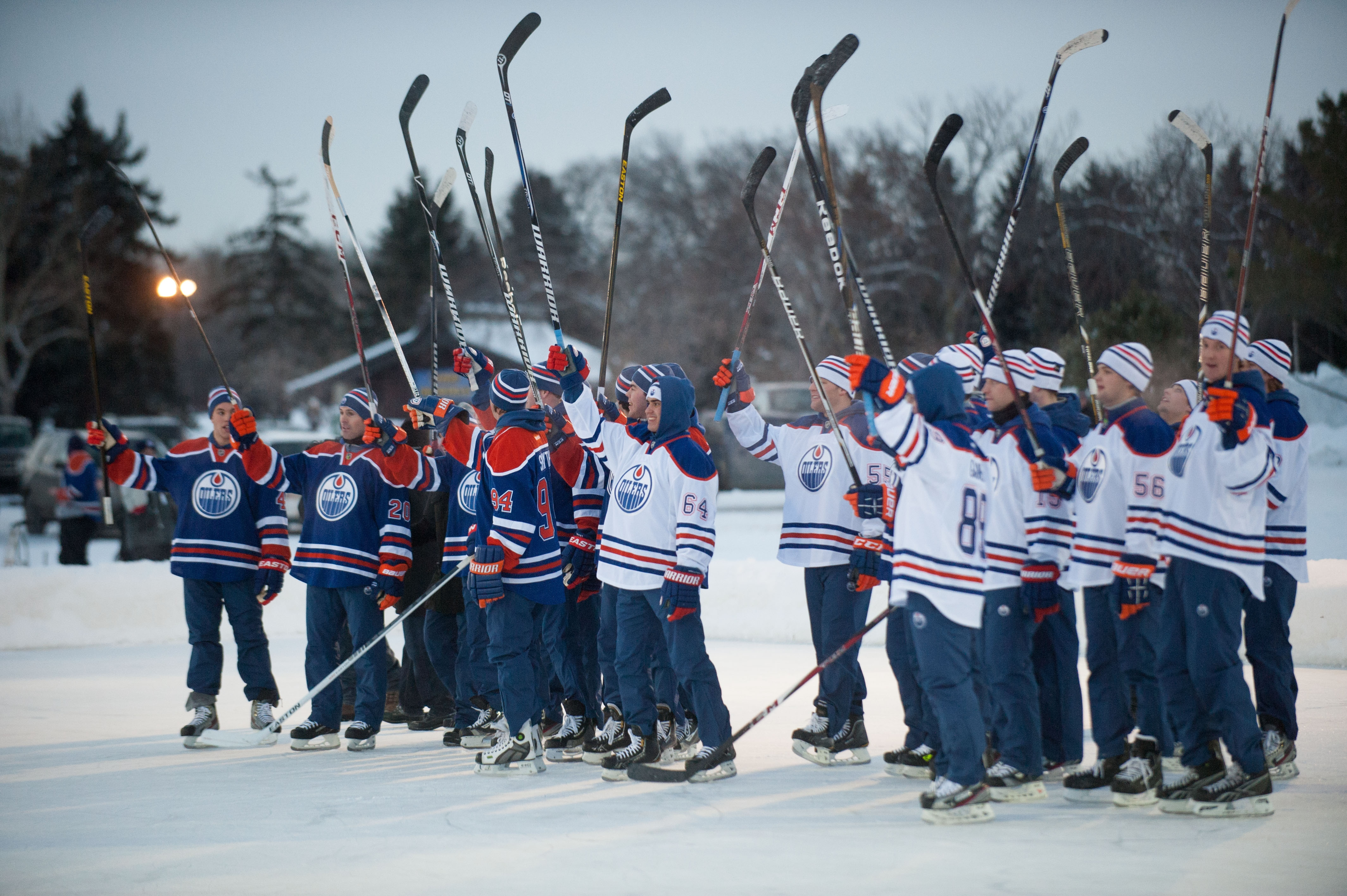 OilersShinny13_FanSalute.jpg