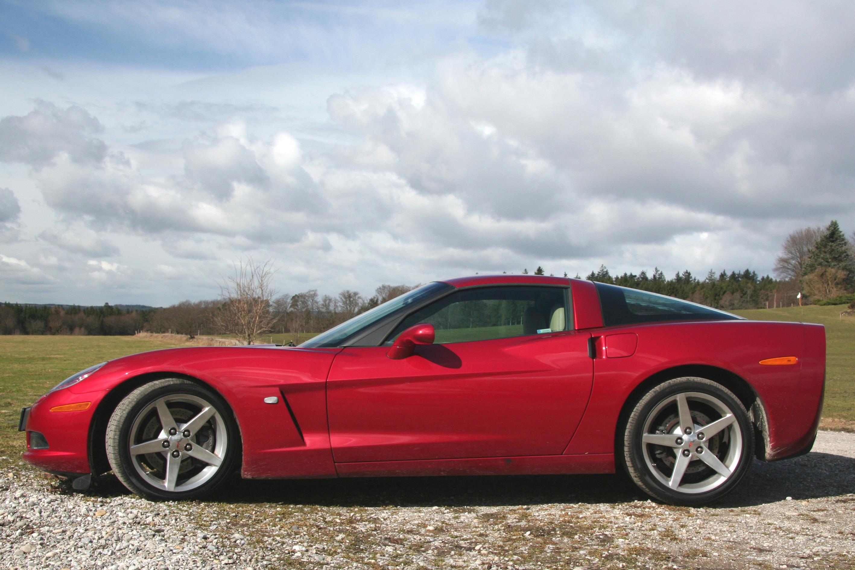 Автомобиль базируется на узлах пятого поколения (а это как-никак 1997 год!).  Те же подвески, та же схема.