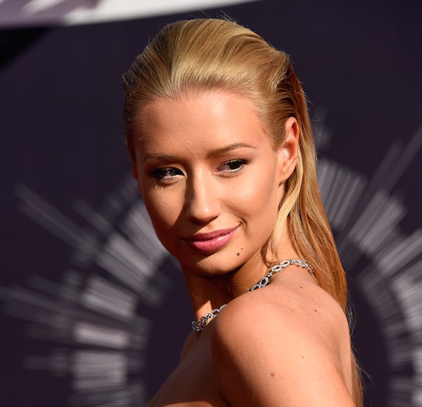 "Australian singer Iggy Azalea dazzled with a sexy slicked back look for the 2014 VMA red carpet. <a href=""http://ow.ly/i/6F8BK"" rel=""nofoll..."