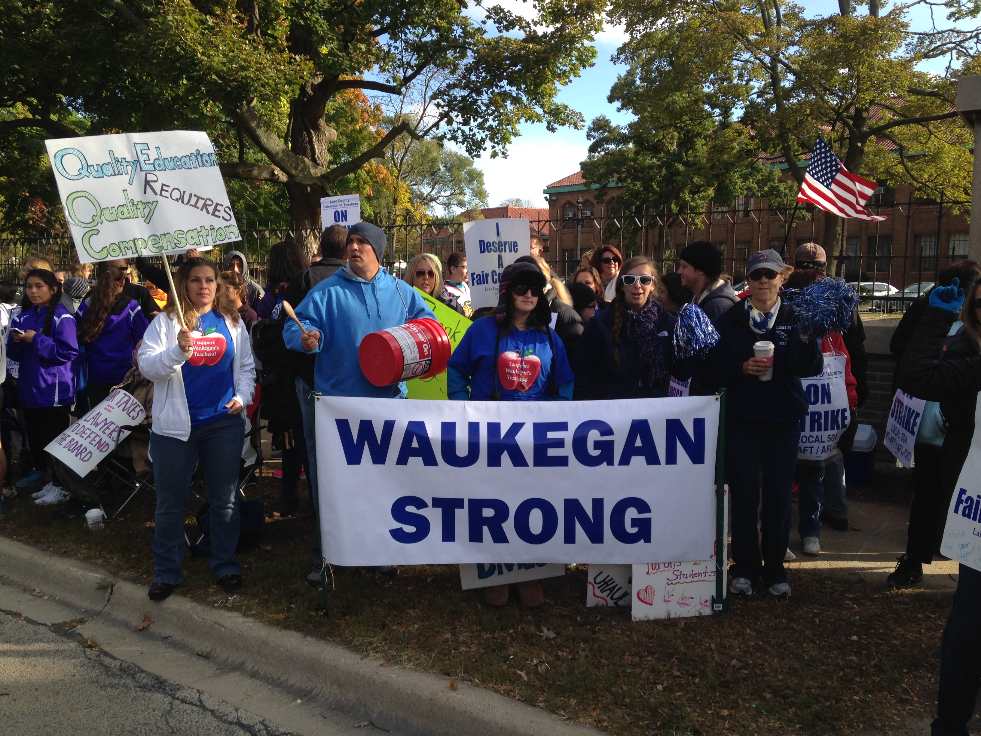 Waukegan Teachers and Supporters on the Picket Line