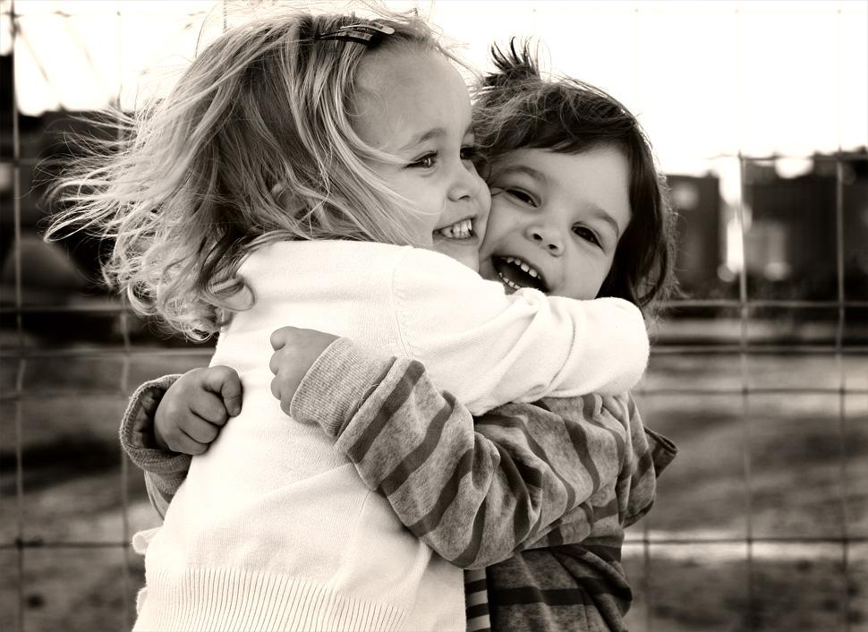 Фото подруг как они обнимаются 7 фотография