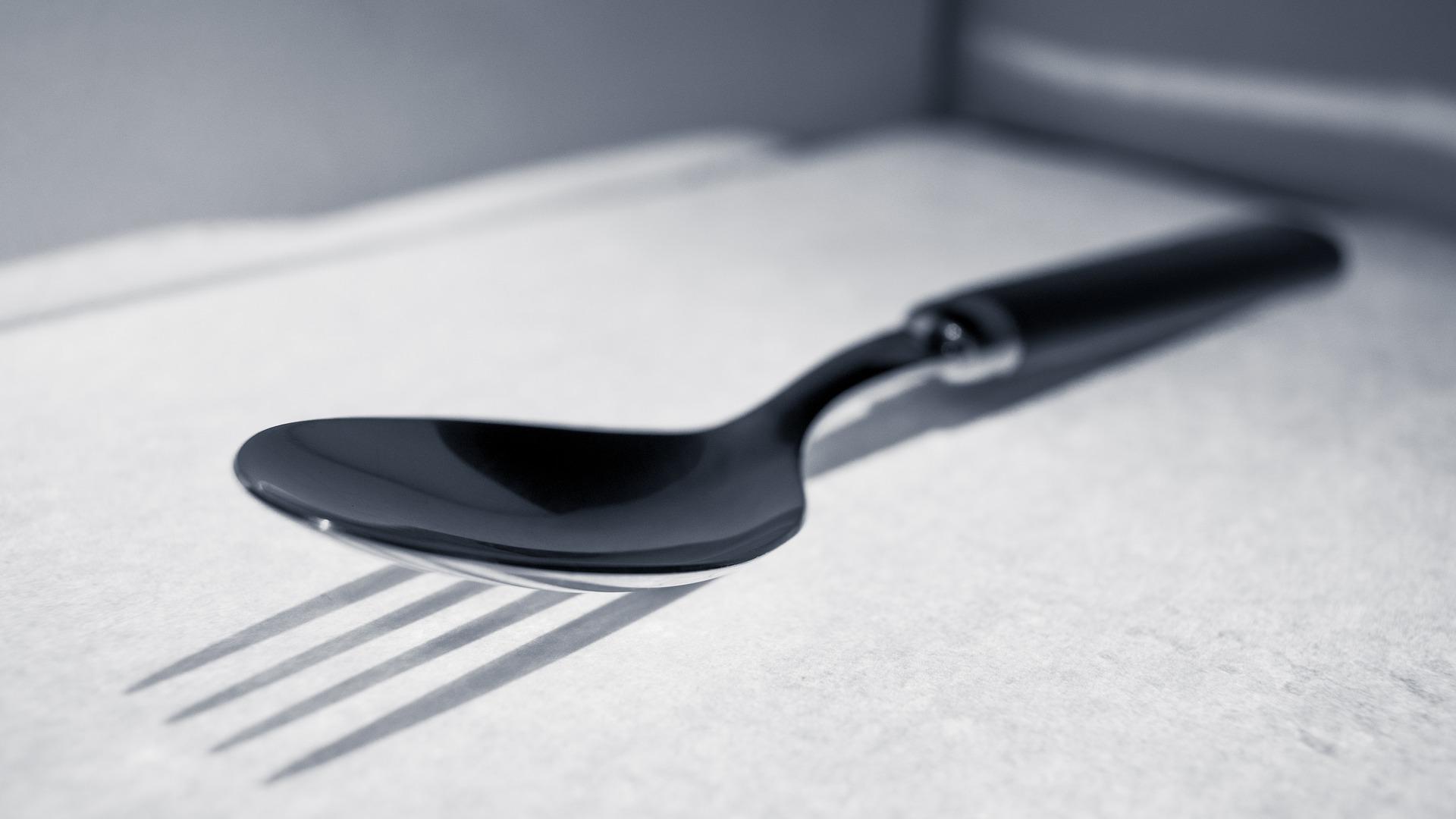 eat-slowly-spoon-3020673_1920.jpg