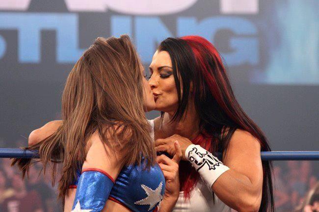 KZ7m Brooke Tessmacher Kiss Tara Hot Pics