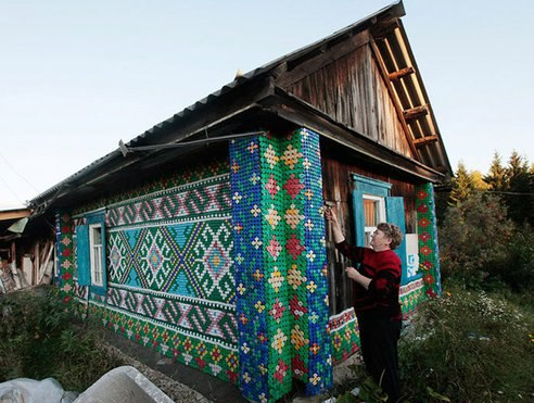 30,000 caps cover this Russian house!.jpg