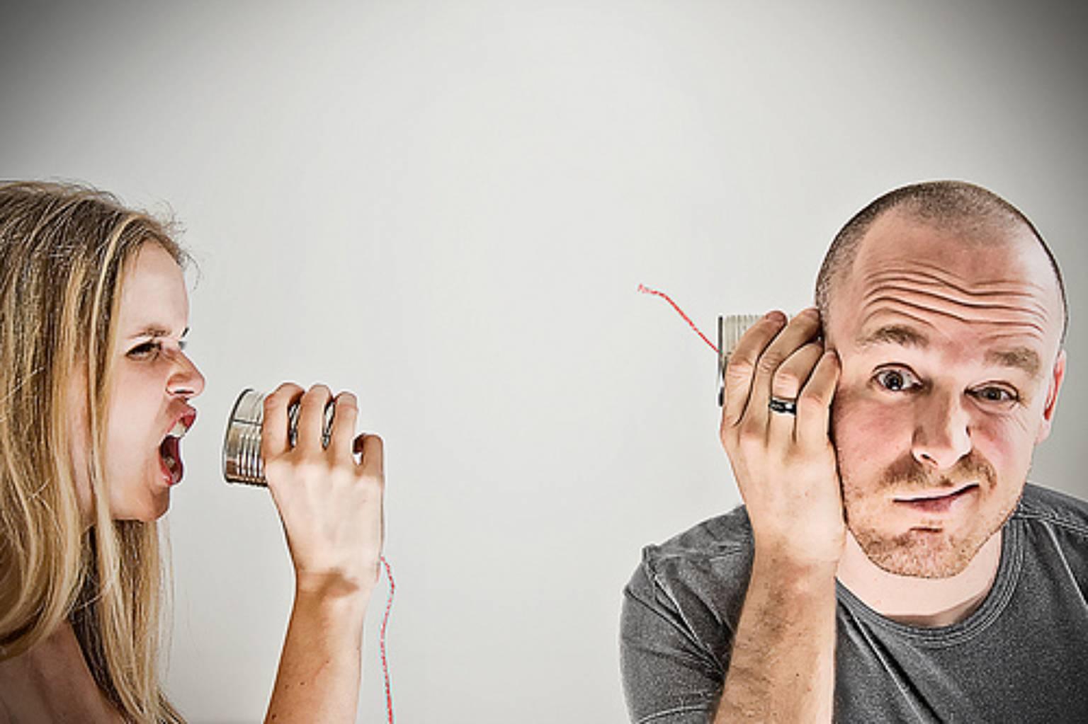 Разговаривает с мужем по телефону 16 фотография