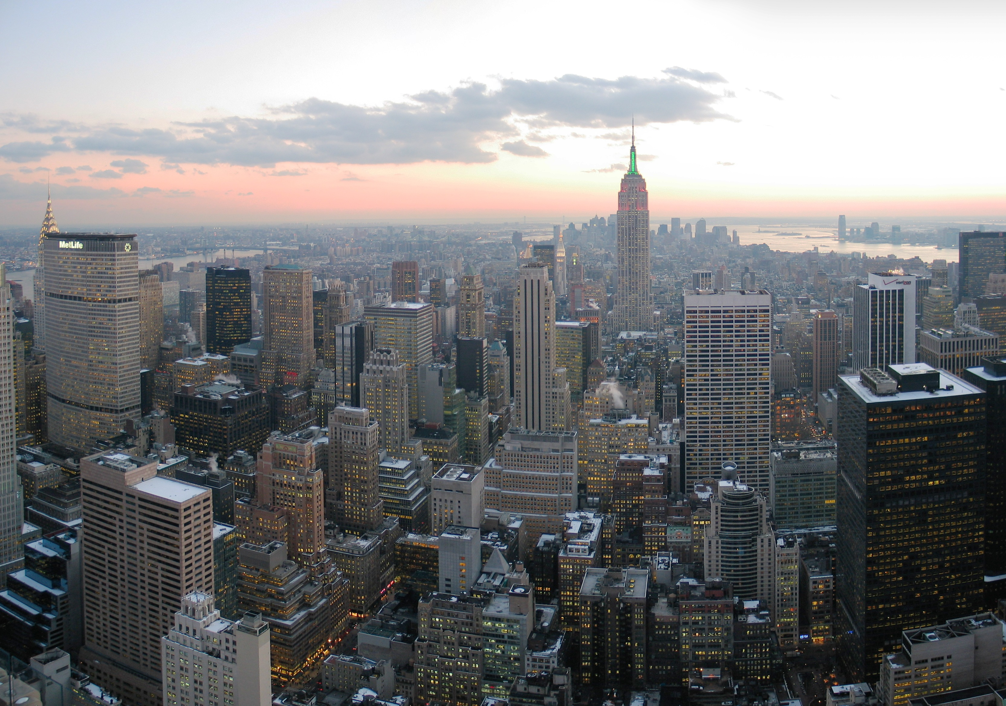 NYC_wideangle_south_from_Top_of_the_Rock.jpg