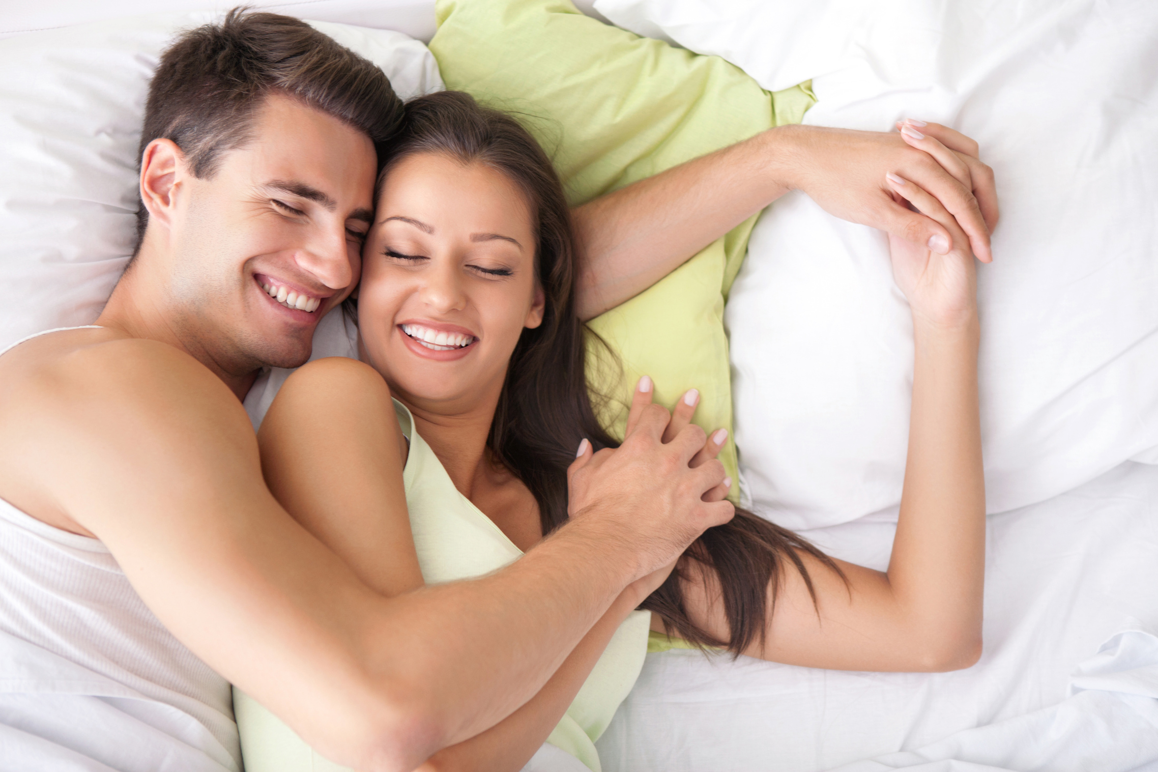 Семейные пары дома в кровати 1 фотография