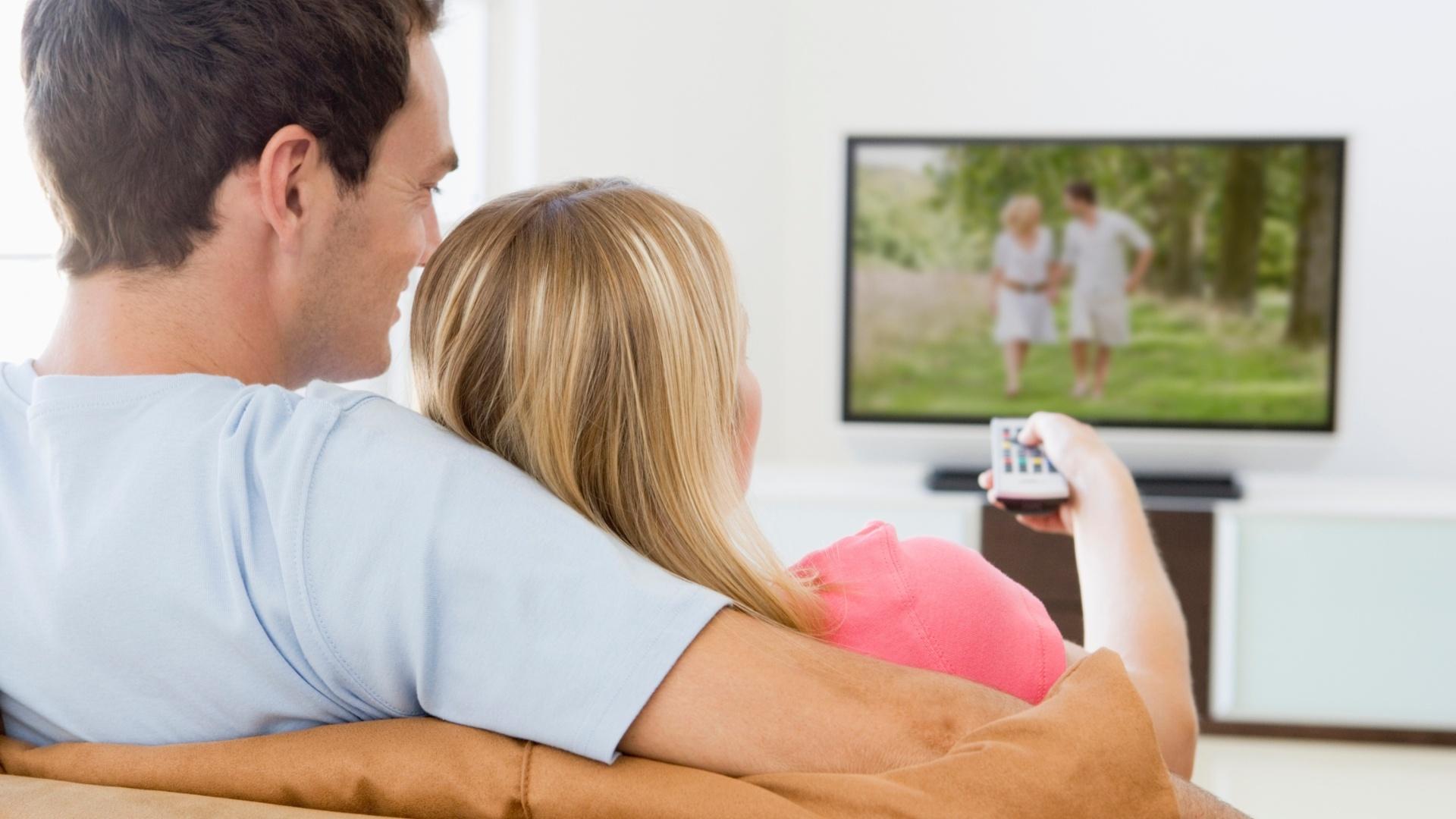 Секс смотря на телевизор 21 фотография